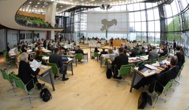 Plenarsaal mit Besuchertribüne