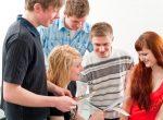Kultusministerium setzt Maßnahmen zur Stärkung der politischen Bildung um